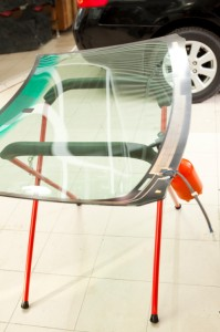 We offer a reliable auto glass replacement service.